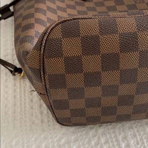 Louis Vuitton Bags - 2012 Louis Vuitton Damier MM Neverfull. Authentic